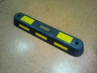 Делиниатор из твердой резины со светоотражающим элементом - Фото 1