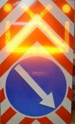 Комбинированый дорожный знак 1000х1700 с переключениием режимов, 4.2.1 (4.2.2, 4.2.3) с поворотной стрелкой - Фото 1