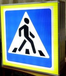 Дорожный знак с подсветкой «Пешеходный переход», 900х900, флуорисцентный кант - Фото 4